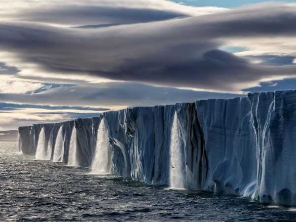 PHOTOGRAPH BY PAUL NICKLEN, NATIONAL GEOGRAPHIC CREATIVE